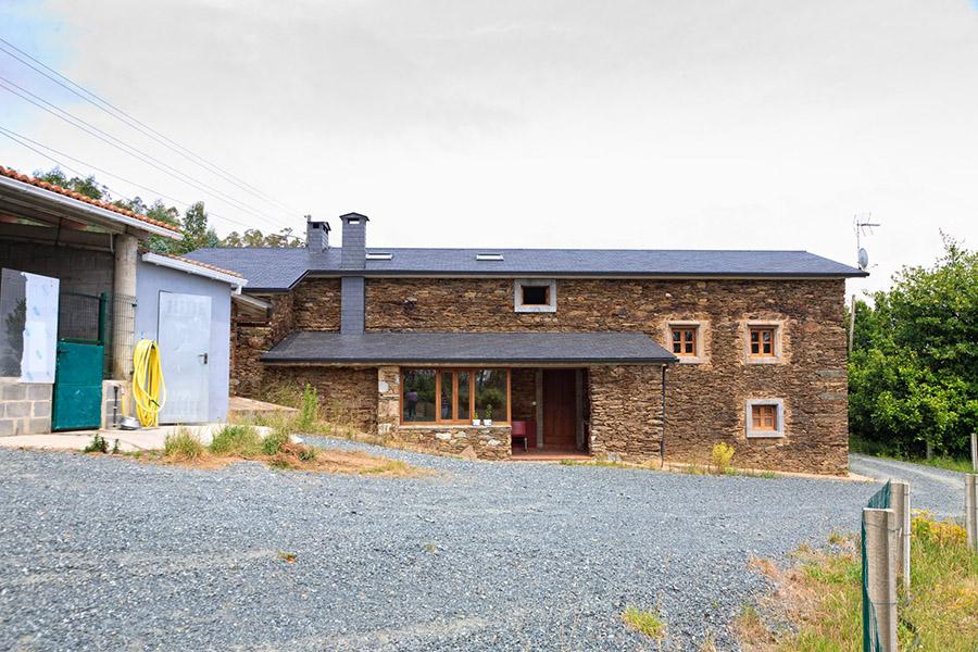 Parcelas y casas casa piedra restaurada ulfe - Casas de piedra galicia ...