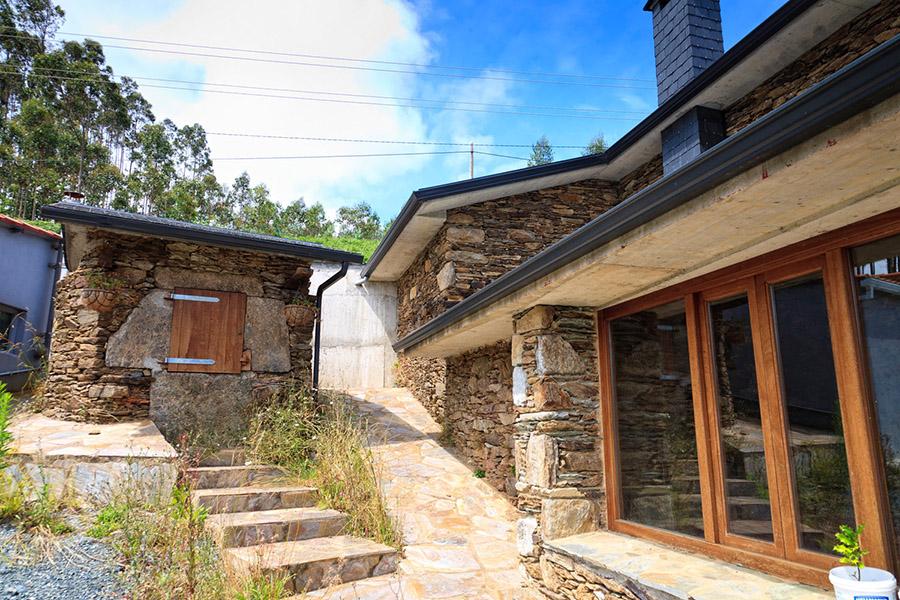 Parcelas y casas casa piedra restaurada ulfe - Casas de piedra gallegas ...